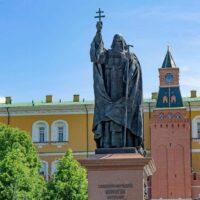 Фото - Памятник Патриарху Ермогену в Александровском саду (Москва)