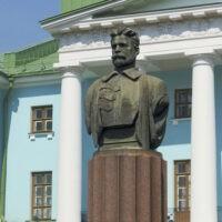 Фото - Памятник-бюст Фрунзе на Суворовской площади (Москва)